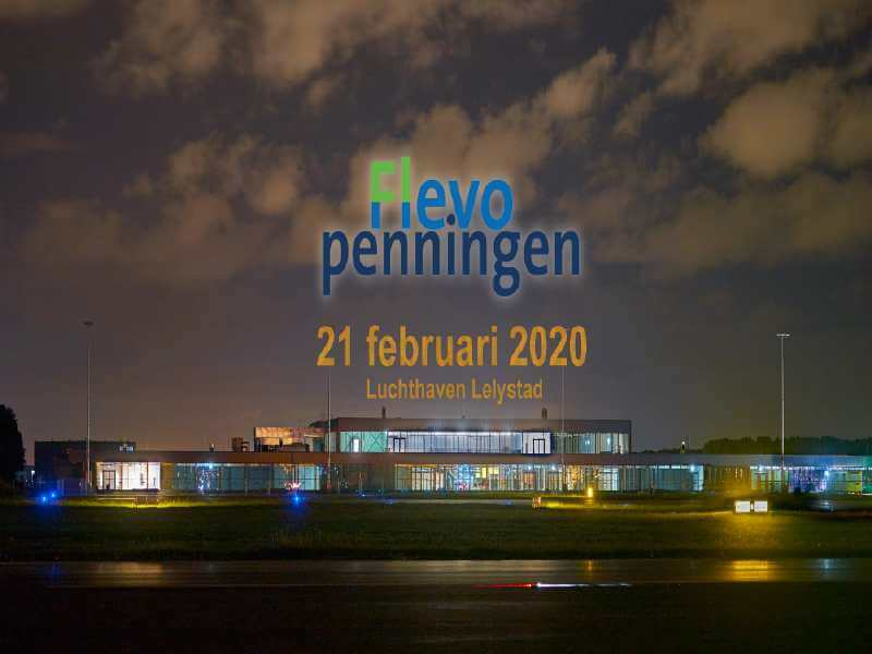 Mark Rutte reikt Flevopenning uit op Lelystad Airport