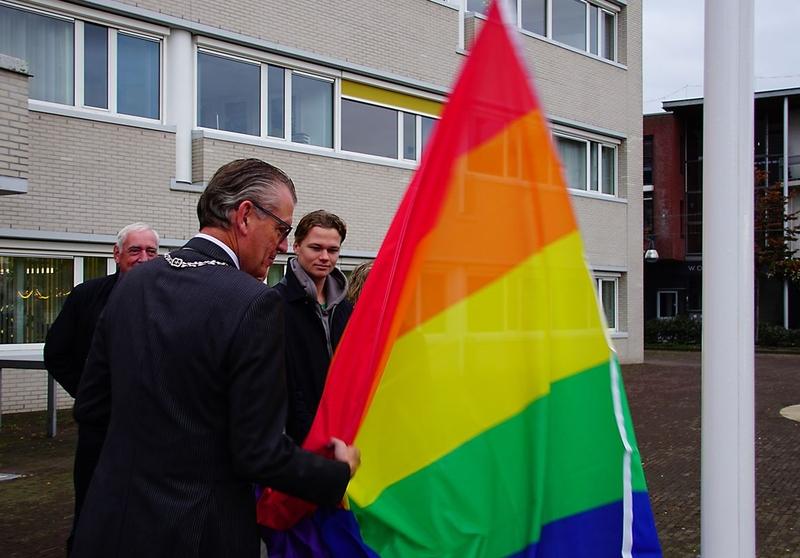 Regenboogvlag in top in Zeewolde