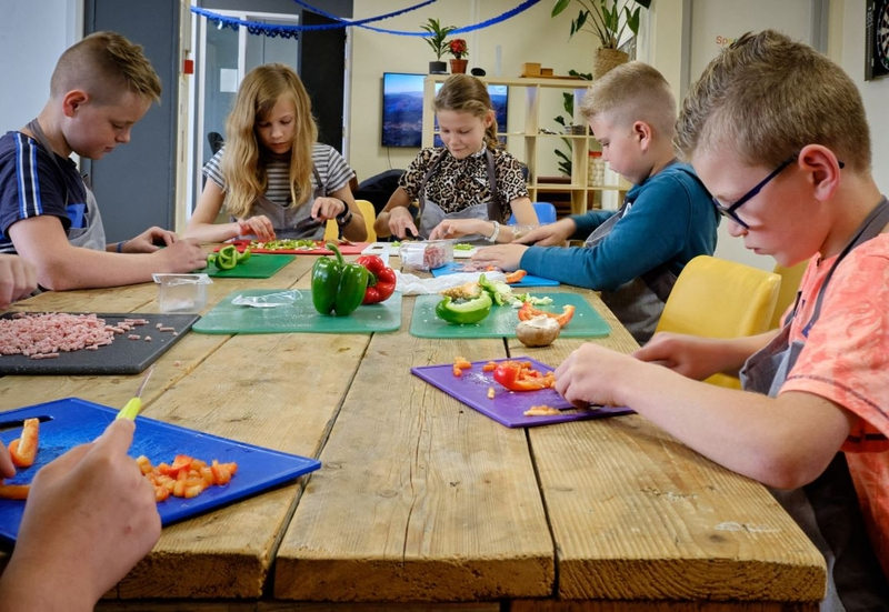 Kinderen leven zich uit bij kookworkshop