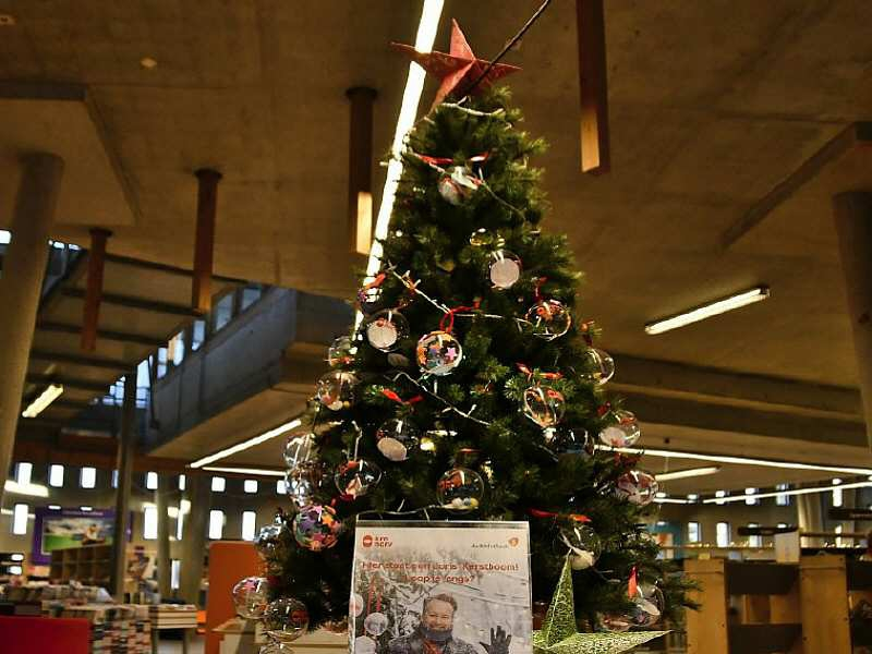 De Joris kerstboom in de bibliotheek