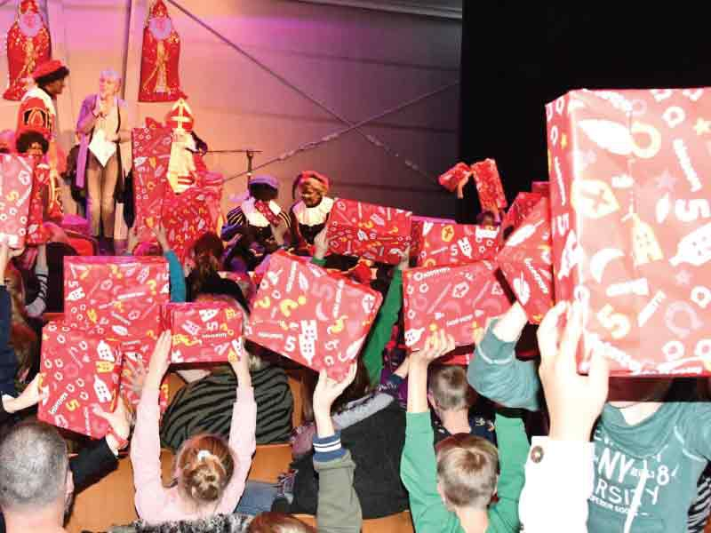 Sinterklaasfeest van Pieten on Tour in de Kluit